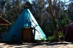 Big Tepee - Dormitório grande (+- 10 camas com uma lareira bem no meio - sim sai fumaça lá em cima hehe)